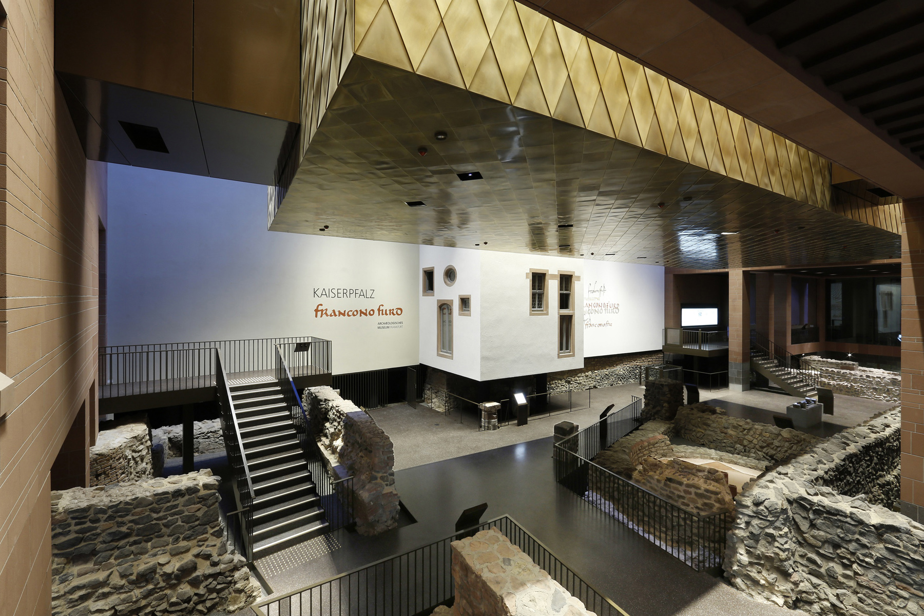 Inneneinsicht Archäologisches Museum mit verschiedenen Gesteinen